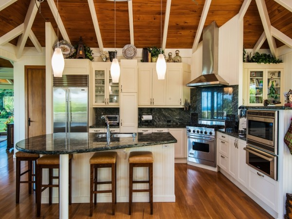 Hawaiian style plantation home with guest house on for Island home designs hawaii