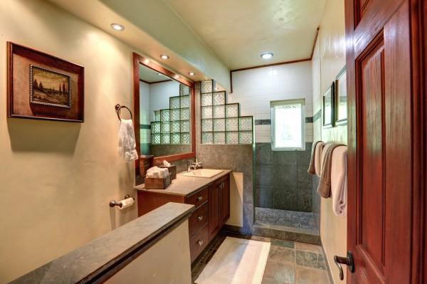 250 Amakihi Way Bathroom 2